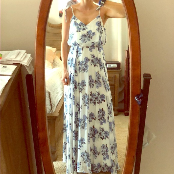 3e118be318e Lulu s Dresses   Skirts - Lulu s maxi dress white with blue floral tie strap